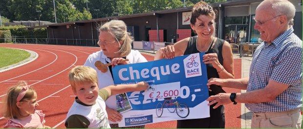 Kiwanis doneren 2600 euro aan RaceRunning Maastricht